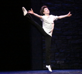 """Suddenly I'm flying--flying like a bird, like 'electricity' sparks inside me and I'm free!"" Mitchell Tobin Is Billy Elliot"